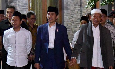 Safari Pesantren: Strategi Jokowi Mengamankan Dukungan Para Kyai (?)