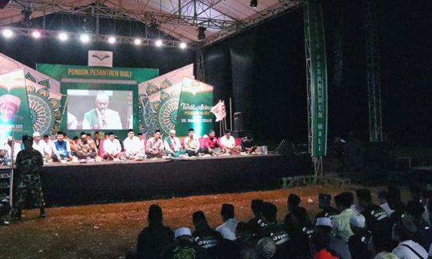 Kenang Mbah Moen, Buku Pesan Cinta Mbah Moen Diluncurkan dalam Haul Mbah Moen di Ponpes Wali